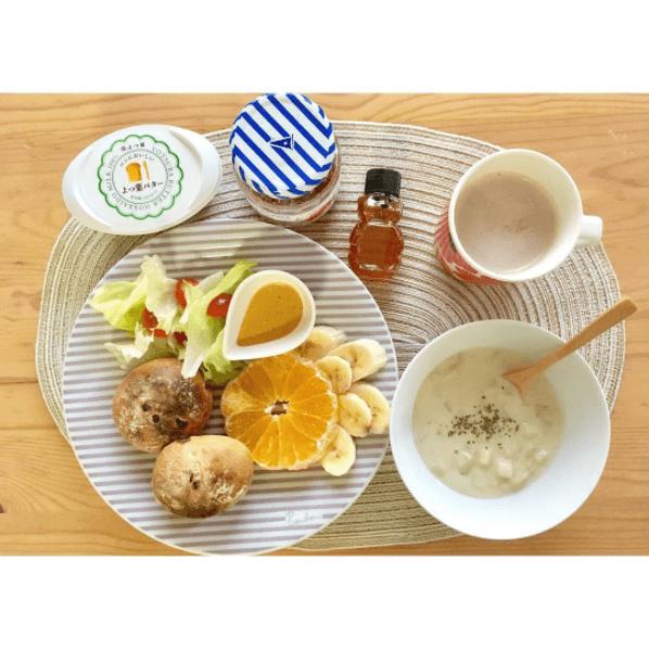 今朝は、天然酵母のレーズンパンと 温まるクラムチャウダーを◎