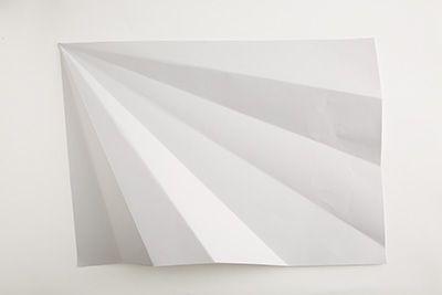 画用紙を角から3回折る。