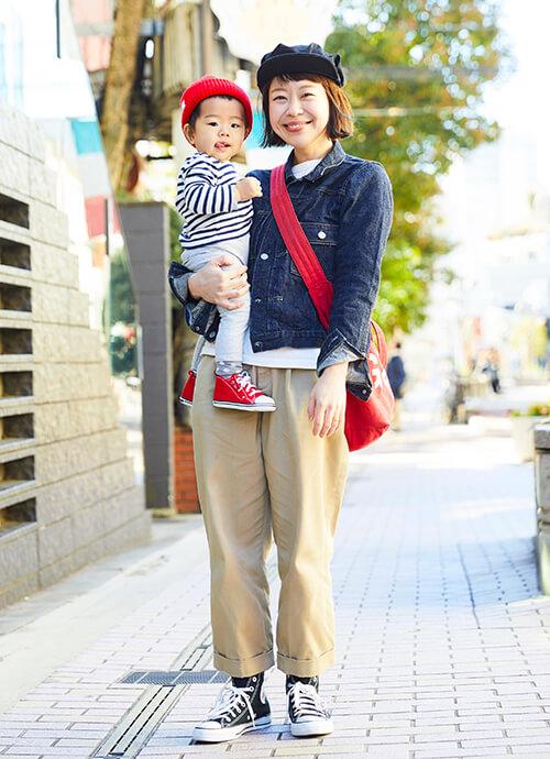 Gジャン×チノパン×オールスターの鉄板アメカジコーデ。<br /> mamaはバッグ、kidsはキャップとシューズに赤を挿してリンク感もばっちり!&#8221; /></p> <p class=