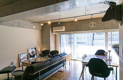 シンプルな部屋に映える温かみのあるDIY家具 吉田ゆう子さん宅
