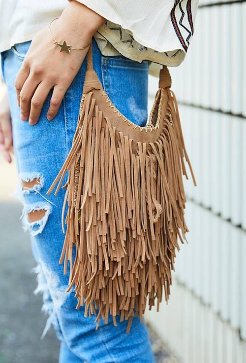 フリンジのバッグでいつものコーデに<br /> こなれ感をプラスして♡&#8221; /></p> <p class=