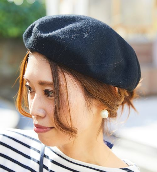 知的でやさしい印象に仕上げるベレー帽をチョイスして、<br /> カジュアルコーデのアクセントに♪&#8221; /></p> <p class=