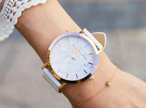 クリスチャンポールの腕時計は、<br /> 文字盤が大理石になっていて上品なアクセントに!&#8221; /></p> <p class=