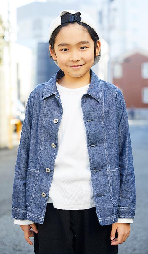 kidsはデニムシャツにキャップを合わせて、<br /> ストリートなムードを満喫☆&#8221; /></p> <p class=