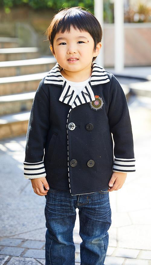 kidsはピーコートでマリンテイストを主張!<br /> 襟&袖のボーダー柄でポップな印象に◎&#8221; /></p> <p class=