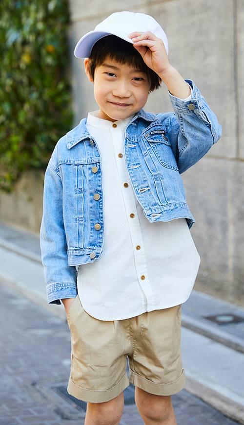 kidsはデニムジャケットとシャツのレイヤードスタイルがグッドバランス◎