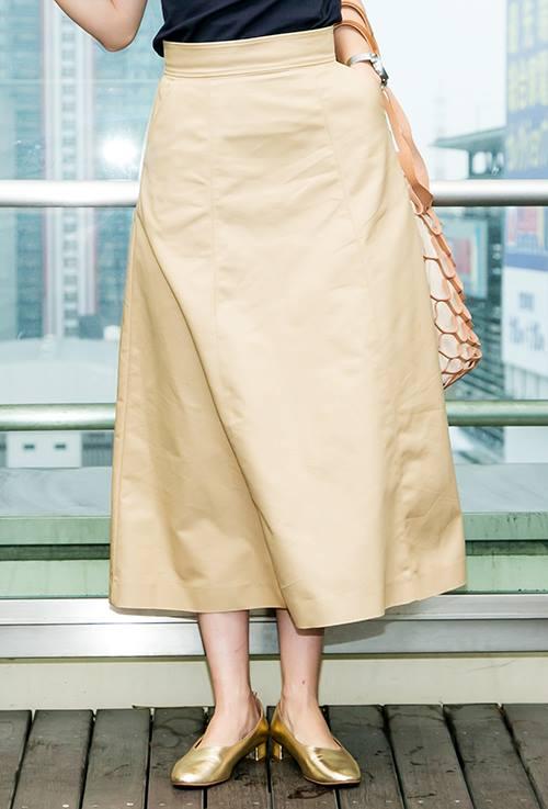 きれいなAラインスカートは、<br /> 上品かつエレガンスな雰囲気を演出♪/></p> <p class=