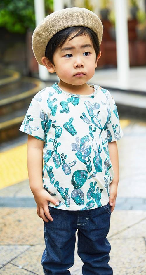 kidsもベレー帽とボタニカル柄のTシャツを合わせて親子のテンションを仲良く統一!