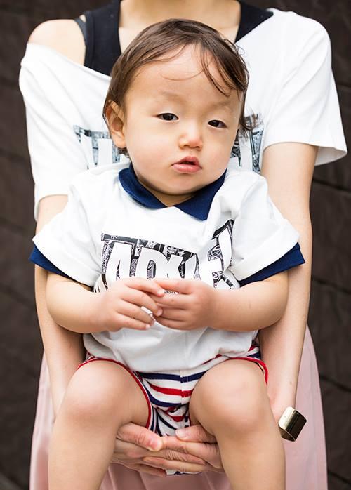 babyは赤×青×白のボーダーパンツを選んで、<br /> 兄弟でさりげなく変化をつけて◎&#8221; /></p> <p class=