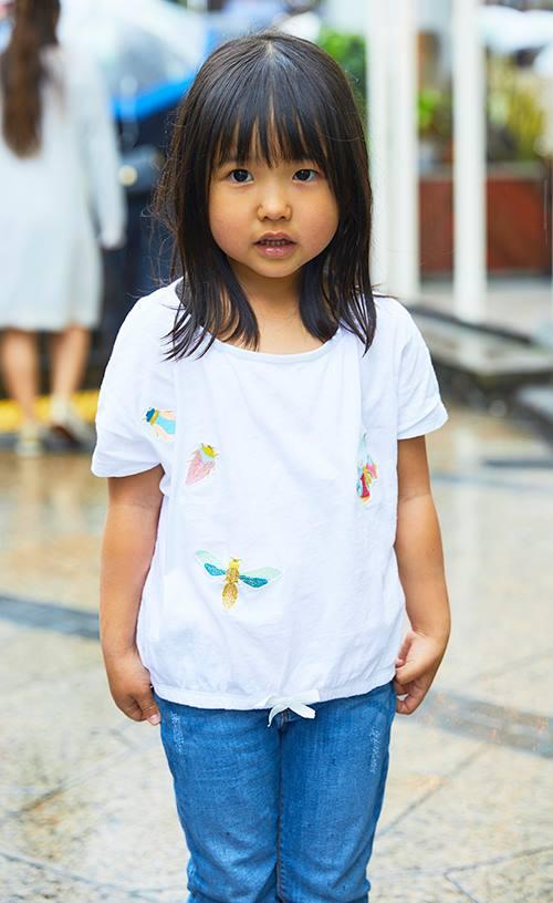 kidsは昆虫柄のTシャツをチョイス♡<br /> 夏らしいポップなテンションを楽しんで♪&#8221; /></p> <p class=