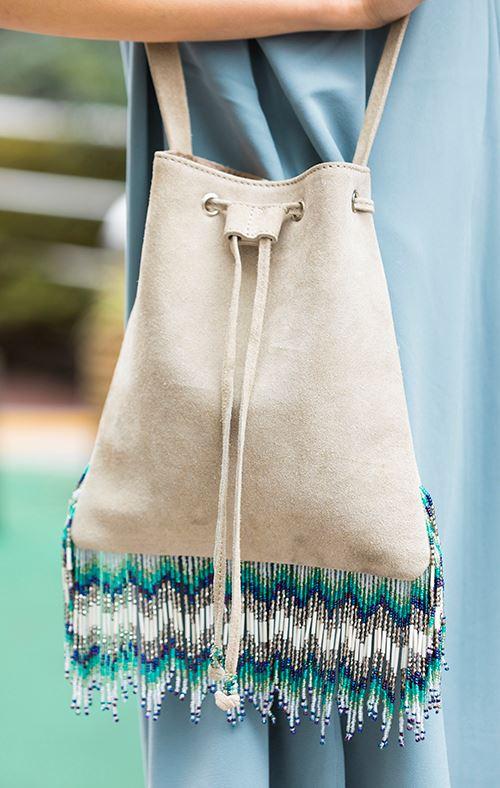 エスニックテイストのバッグも<br /> コンパクトなサイズを選べば上品な印象に♪&#8221; /></p> <p class=