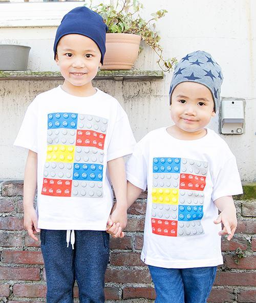 レゴのプリントTシャツを兄弟で仲良くシェア♡<br /> ニットキャップの色や柄で、それぞれの個性を主張!&#8221; /></p> <p class=
