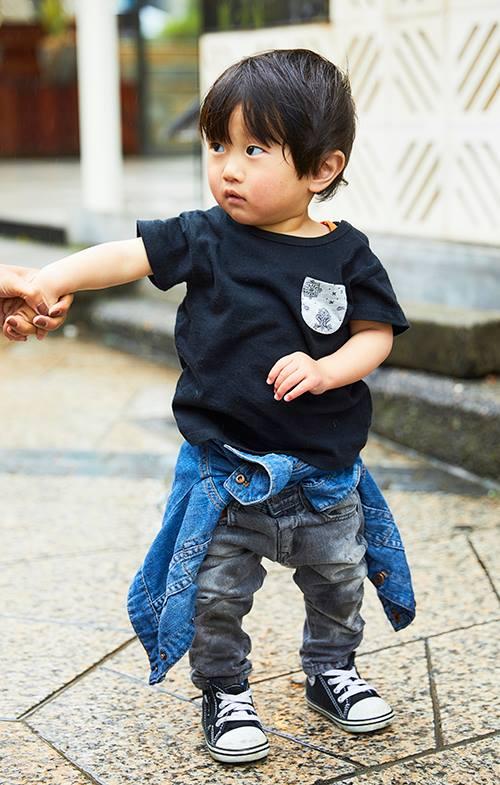 kidsは黒を基調にしたカジュアルスタイル。<br /> 腰に巻いたGジャンがコーデにアクセントをプラス☆&#8221; /></p> <p class=