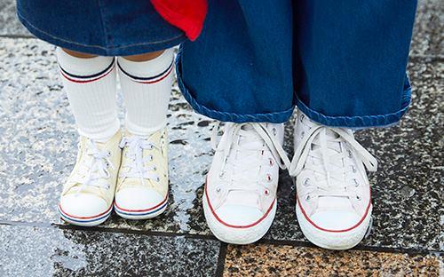 足もとは親子でオールスターをシェアして全体のテンションを統一♡