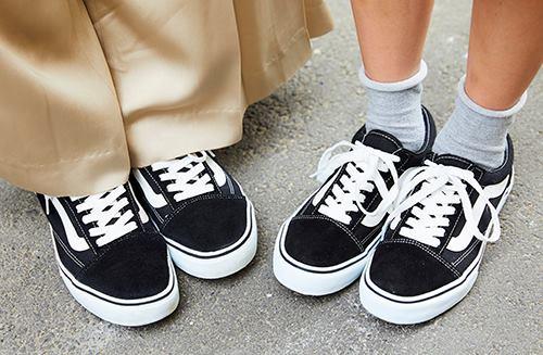 親子でバンズのスニーカーを仲良くシェア♡<br /> ストリートのテイストをアクセントに。/></p> <p class=