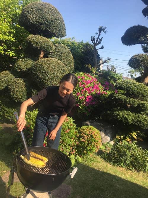 友人に招かれてお庭でBBQをしました。今の季節、外で食べるごはんは美味しいですね。