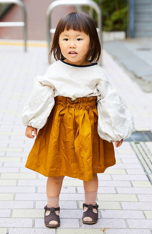 ボリューミーな袖が可愛らしいブラウスには、<br /> ハンドメイドのスカートを合わせて全体的にふんわりとしたシルエットに♪&#8221; /></p> <p class=