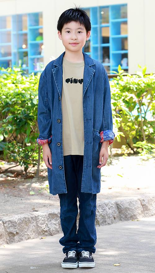 デニムonデニムでワンランク上のスタイルにチャレンジ!<br /> ショップコートを羽織ってシティボーイ風に仕上げ。&#8221; /></p> <p class=
