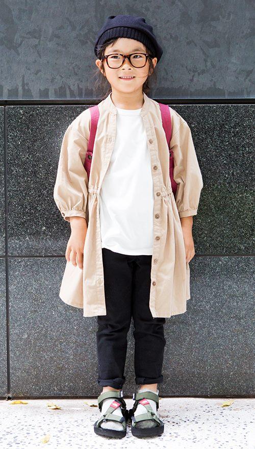 kidsはシャツワンピを羽織って、ふんわりとしたシルエットに。<br /> ボルドーのバックパックがコーデの挿し色として活躍☆&#8221; /></p> <p class=