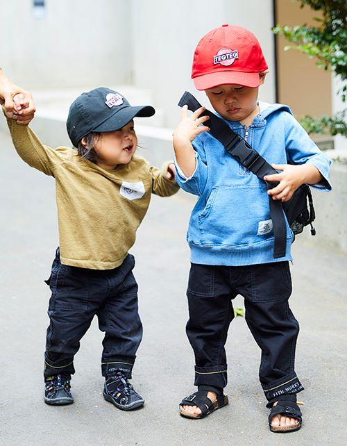 kidsはキャップやパーカ、スポーツサンダルなど、スポーティなアイテムを選んで、軽快なテンションに♪
