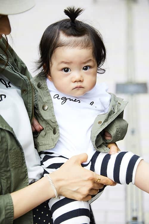 babyもミリタリージャケットを羽織って、リンク感を忘れずに!<br /> ボーダー柄のパンツでポップな印象にシフト◎&#8221; /></p> <p class=