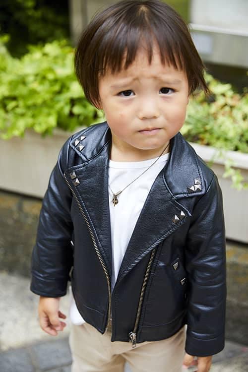 kidsもライダースジャケットを選んで、親子のテンションを統一♡<br /> スタッズのあしらいで辛口な印象に仕上げ!&#8221; /></p> <p class=