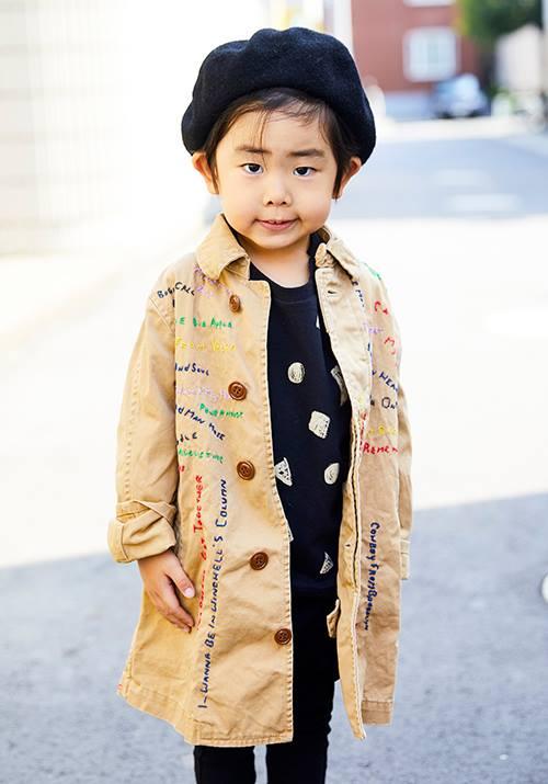 kidsはコートにあしらわれたカラフルな刺繍でポップな印象に☆