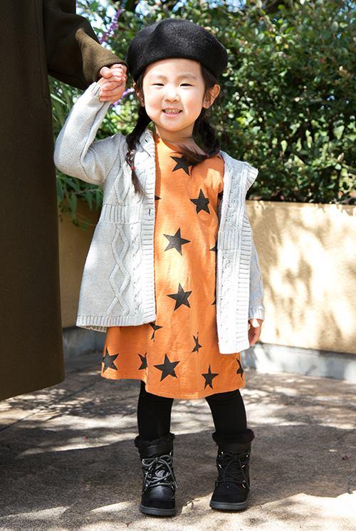kidsはベレー帽と星柄のワンピースでパーティ感のある装いにまとめ☆