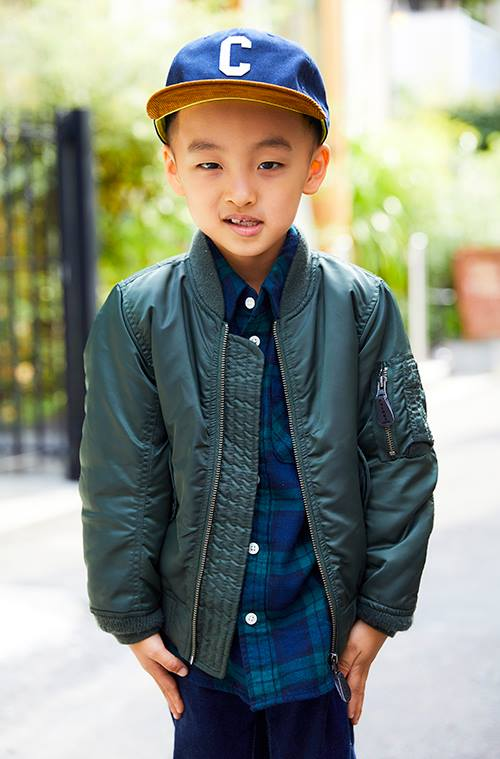 kidsはMA-1をメインにしたストリートスタイル。<br /> ブルーのキャップやチェックシャツで爽やかさをプラス☆&#8221; /></p> <p class=