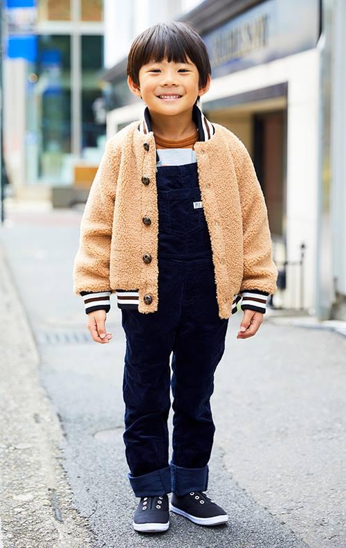 kidsもボアジャケットをmamaと仲良くリンク。<br /> サロペットを合わせてやんちゃな雰囲気に☆&#8221; /></p> <p class=