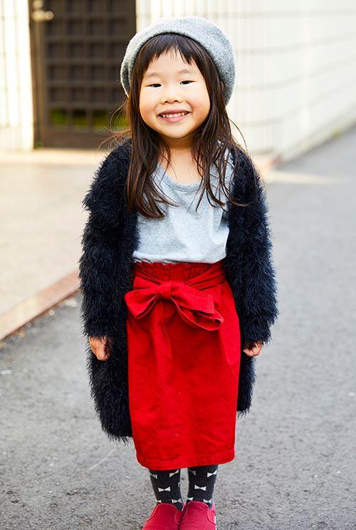 kidsはファーのカーディガンやリボン付きスカートなど、ガーリーなアイテムをふんだんに使って女の子らしく♡