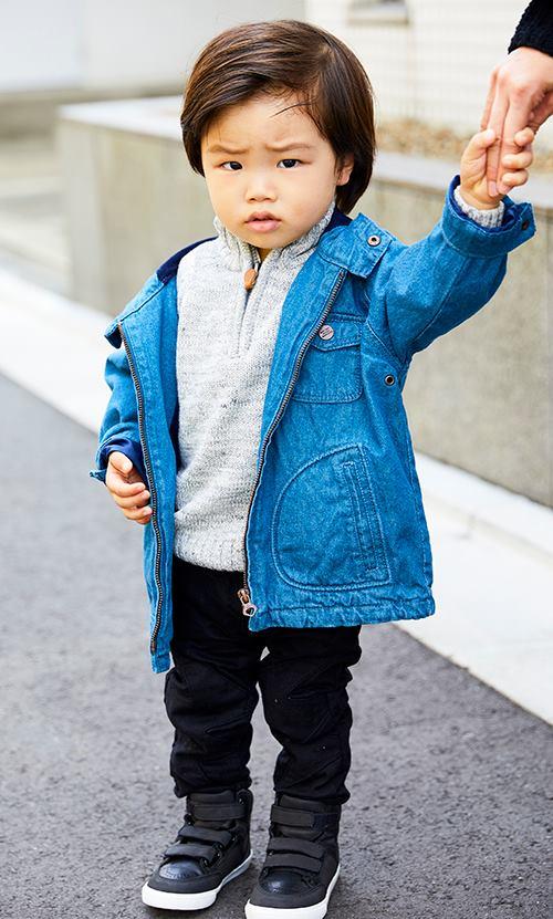 kidsはブルーのジャケットを主役にした爽やかなカジュアルコーデ☆