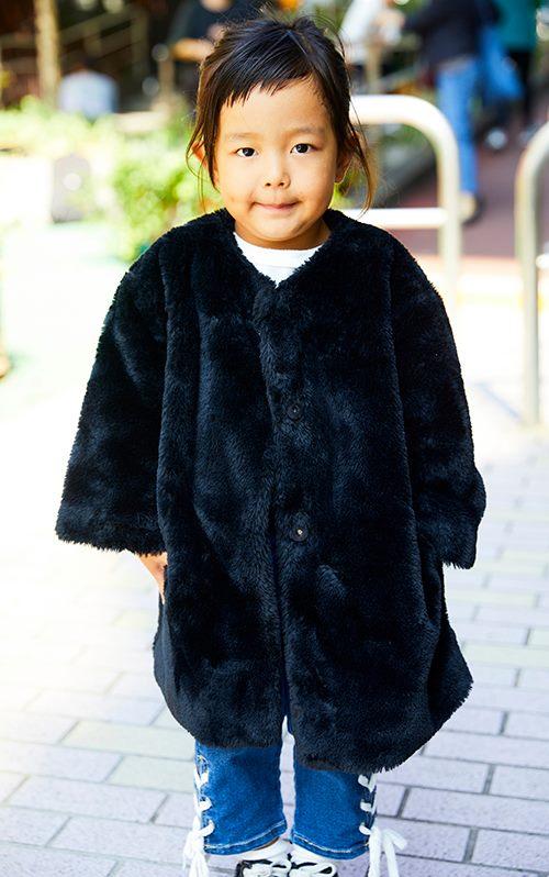 kidsは黒のファーコートを選んで、ちょっぴり大人な装いにチャレンジ☆