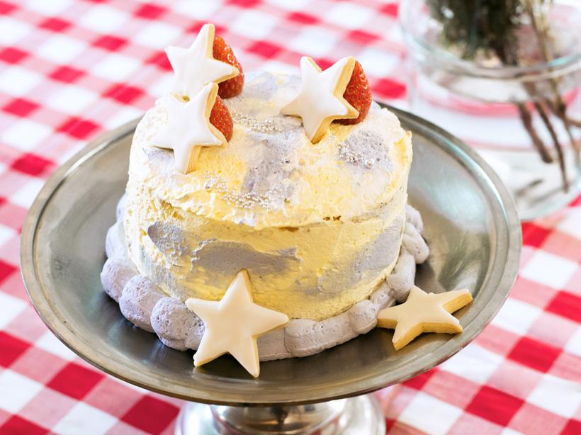 キラキラ光る流れ星のケーキ