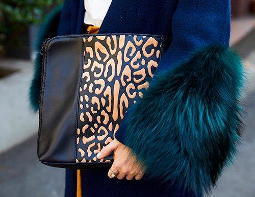 レオパード柄のバッグがコーデにアクセントをプラス!/></p> <p class=