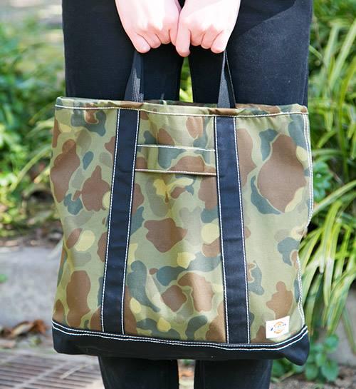 カモフラ柄のバッグを合わせて、ストリートモードにシフト!