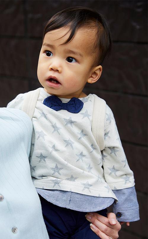 キッズは蝶ネクタイ付きのトップスを選んできちんと感を演出!