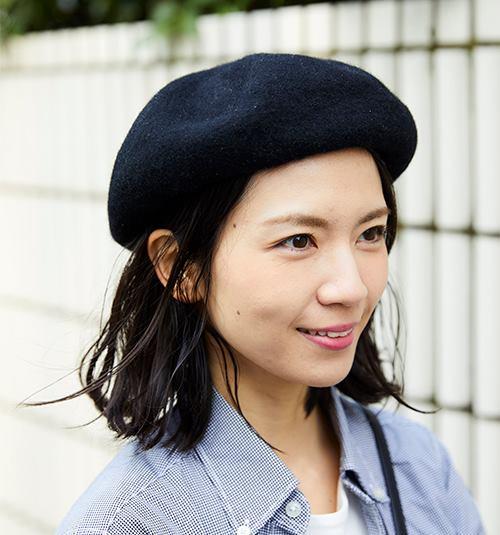 ベレー帽を選んでこなれ感を演出♪/></p> <p class=
