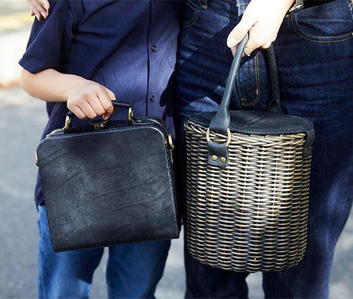 親子でブラックのバッグを仲良くリンク♡<br /> ママはカゴバグでカジュアルに、キッズはレザーバッグでシックに仕上げ!&#8221; /></p> <p class=