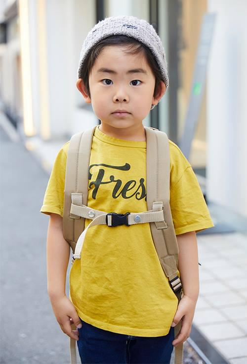 キッズはイエローのTシャツを合わせてポップな印象に☆