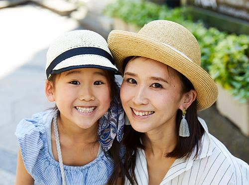 麦わら帽子を親子でリンクさせて全体のテンションを統一♡/></p> <p class=