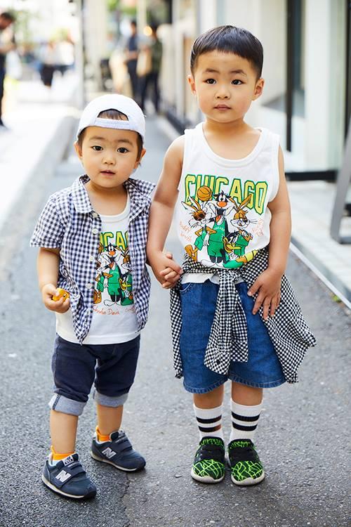 兄弟はプリントTシャツ×ギンガムチェックをリンクさせてストリートスタイルを満喫☆