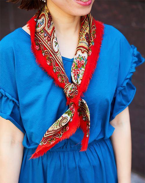 古着のスカーフを合わせてノスタルジックなスパイスを注入!/></p> <p class=