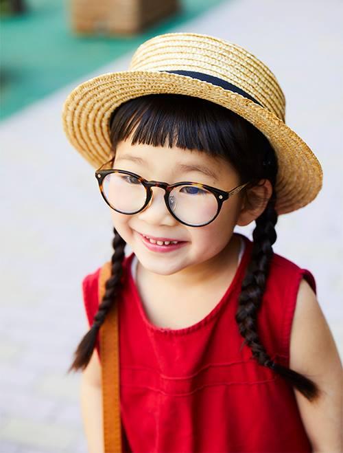 キッズはカンカン帽やメガネなど、小物で個性をアピールして♪