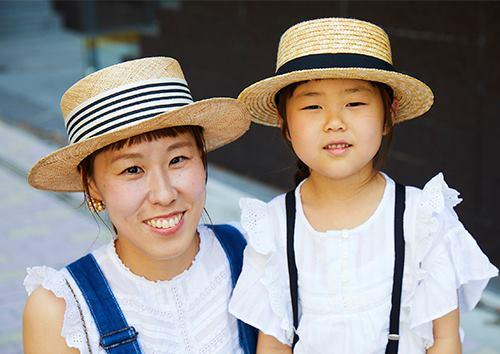親子でカンカン帽を合わせてレトロガールなムードに♪/></p> <p class=