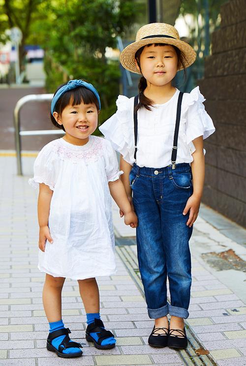 姉妹も白×ブルーの配色で清涼感のあるスタイルにまとめ♡