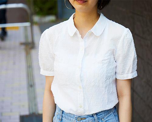 シャツにあしらわれたドット刺繍で清楚な雰囲気に♪/></p> <p class=