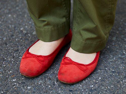 足元には赤いバレエシューズを合わせて親子リンクを意識♡