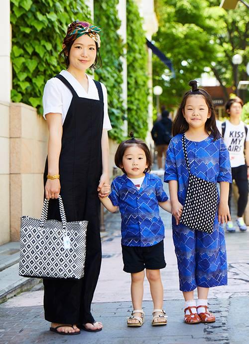 子どもたちがハデならママはシンプルに。3人でトータルコーデを