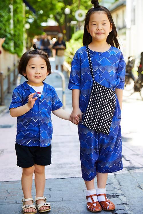 姉弟はブルーのアイテムを主役にして爽やかなムードを演出!